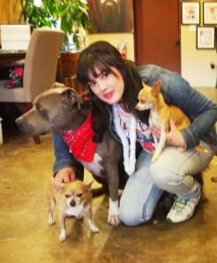 Hänger med Cesars hundar, Junior, Taco och Coco.